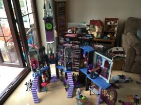Monster High School with box & original packing. Semi dismantled for ease. Must be collected.