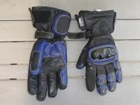 Motorcycle Gloves leather Size small.