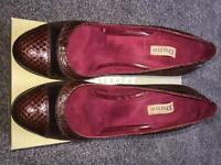 Ladies Brown Shoes Size 6