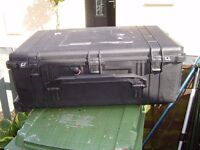 PELICAN BOX WATERPROOF PROFESSIONAL CAMERA BOX IN GREAT CON