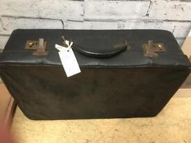 Vintage suitcase. Mix pitch.