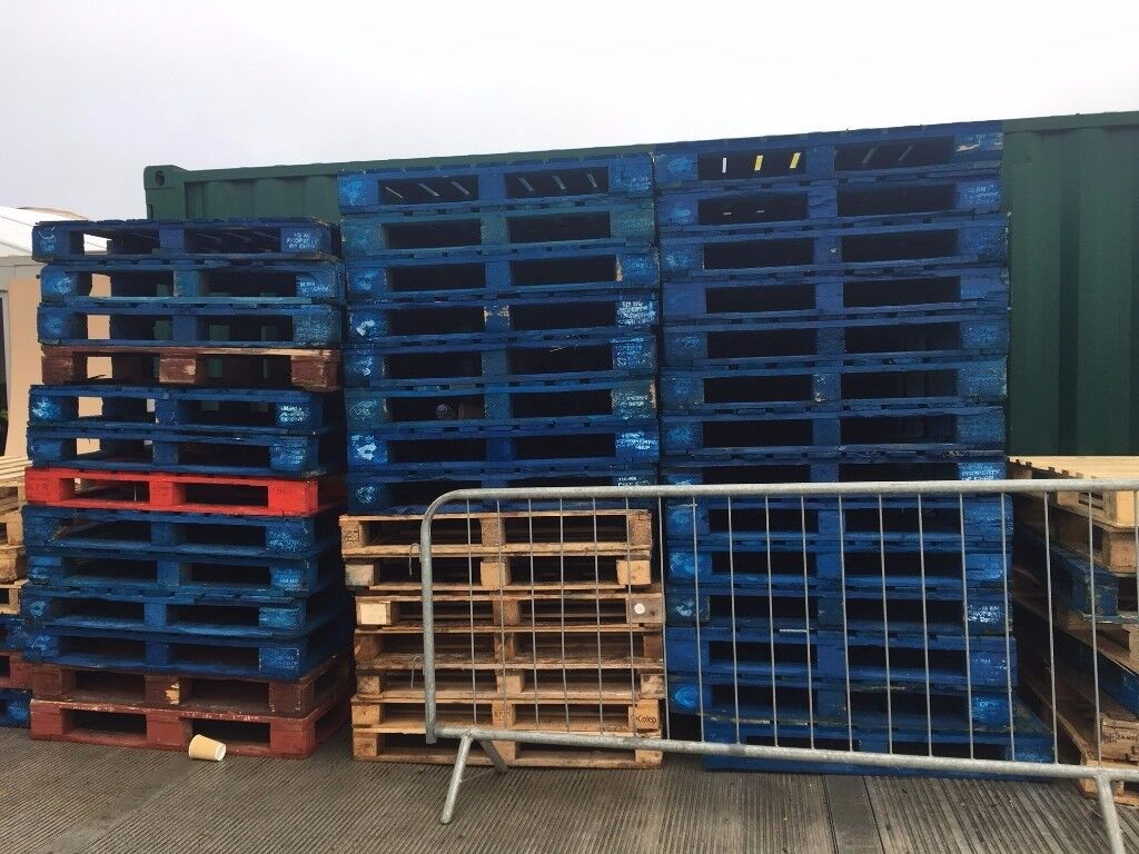 50 Wooden Pallets
