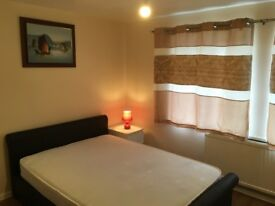 Newly furnished large double room @ £700 at Grange road, Available for couple! GU2 9QQ