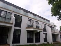 Modern Deluxe 2 Bedroom Apartment. Private Parking. S3