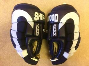 Sherwood 5000 Hockey Gloves Size 13.5