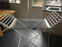 Heated electric clothes airer