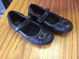 Clarks black shoes size 9 1/2