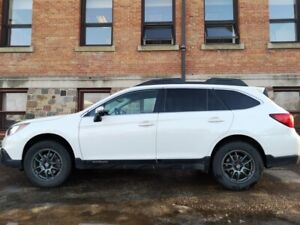 2016 Subaru Outback 3.6r Limited CVT.