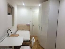 Studio flat in Fuller Street, Hendon
