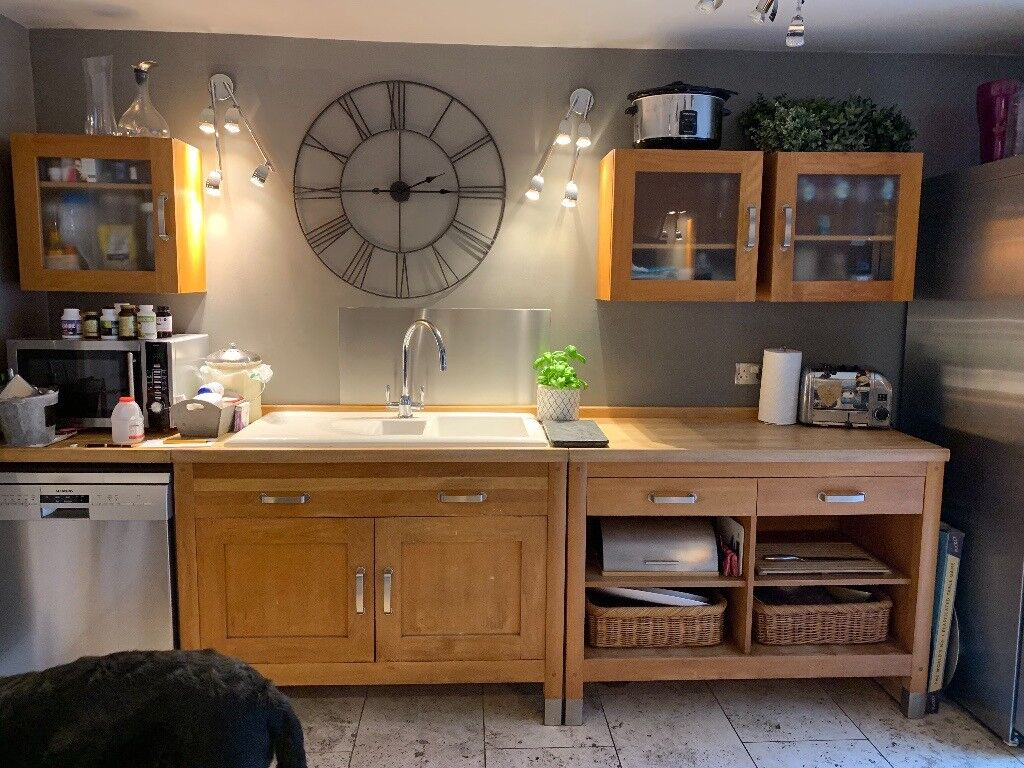 Free Standing Oak Kitchen Cupboards And Wall Units With Glass Fronted