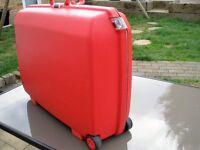 RED AMERICA TOURIST CASE.