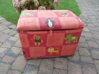 A LOVELY PLAY BOX / OTTOMAN WITH PADDED SEAT AND ZOO PRINT FABRIC IN EXCELLENT CONDITION