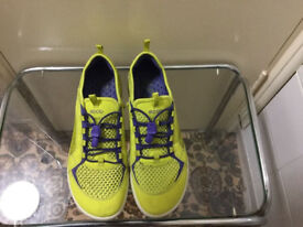 Brand new ECCO trainer in very good condition size 5