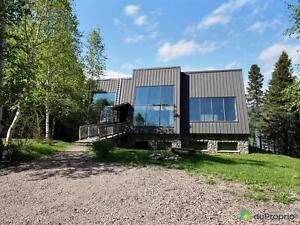 400 000$ - Maison 2 étages à vendre à La Baie Saguenay Saguenay-Lac-Saint-Jean image 1