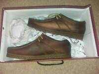 Mens size 6 Base leather shoes