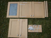 6 solid wood kitchen unit doors with beautiful white china handles + extra handles