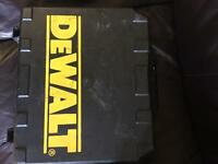 DE WALT DRILL