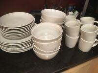 White stoneware dinnerset