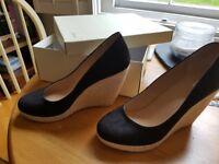 Ladies size 6 black wedges