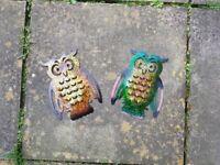 Pair of metal owls garden ornaments/decoration
