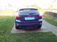 ford focus roof spoiler in deep impact blue