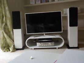 Q Acoustics 2000i floor standing home cinema speakers cream