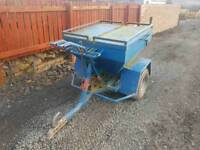 Quad atv sheep snacker feeder this is a two compartment type tractor