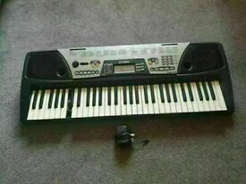 YAMAHA PSR-175 Music Keyboard with DJ Voices ( 2 keys not work 1 is good and 1 is broken )