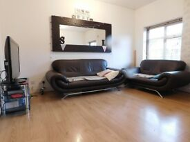 Lovely and well located 2 double bedroom / 2 bathroom 1st floor flat.
