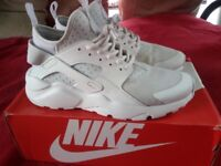 """WHITE TRAINER SHOES """"NIKE """""""