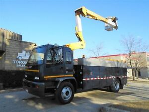 2006 GMC T8500 ONLY 117156km,41.5ft bucket,Automatic,Clean.