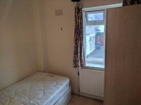SINGLE ROOM TO LET IN HENDON-Daniel Place- LOCATED WITHIN SHORT WALK TO BRENT CROSS SHOPPING CENTRE