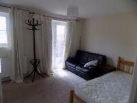 Brislington Lovely sunny furnished double room with en suite [short let].