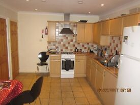 Double Room near Templaers Square for single occupancy.£550 inc bills and Wi-Fi ....