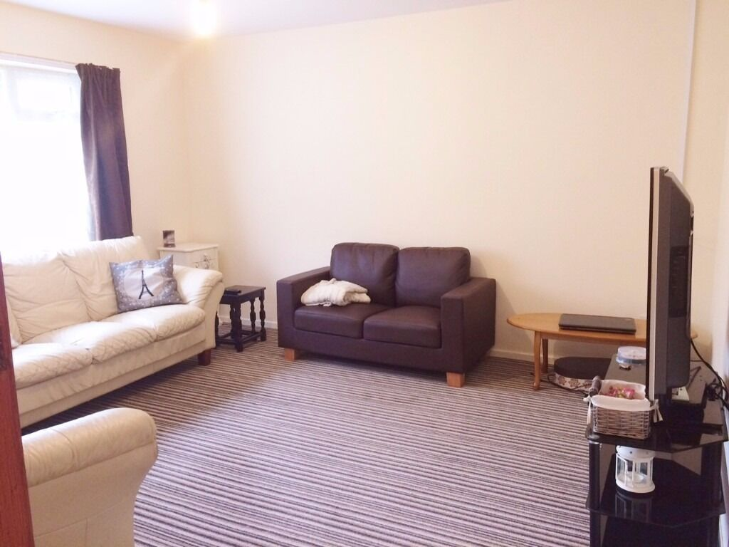 Large two bedroom Flat -- near QE and UoB -- including utility Bills