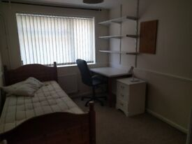 Headington Single Room July-August with possible extension to December