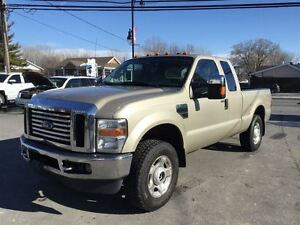 2010 Ford F-250 XLT 4X4 V10 AUT 8900$ 514-692-0093