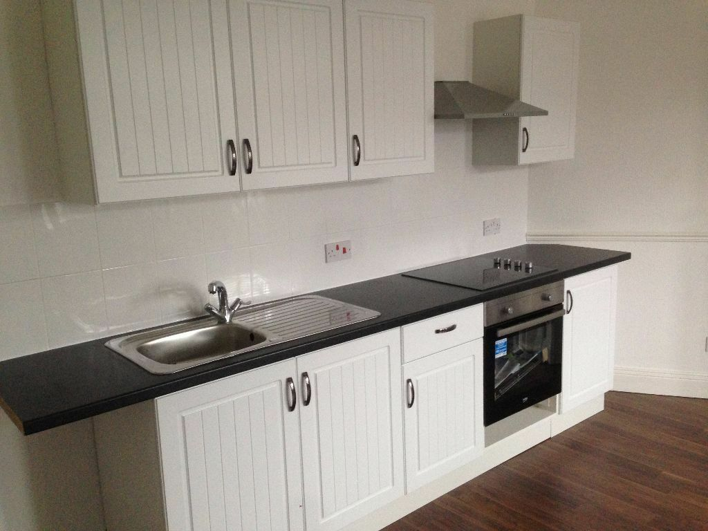 NEWLY REFURBISHED TWO BEDROOM FLAT TO LET IN WOODLANE, DAGENHAM.RM8