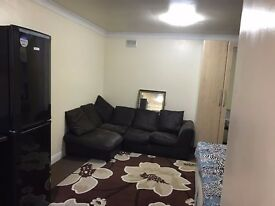 Spacious Studio room with newly fitted kitchen 2 min to main Uxbridge Road available for rent