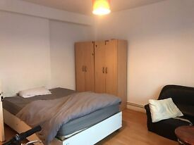 BEAUTIFUL DOUBLE ROOM TO RENT IN CAMDEN TOWN AMAIZING LOCATION TO LIVE NEAR TUBE STATION. 28I