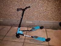 Blue F1 Fkicker Scooter, immaculate condition from smoke & pet free home