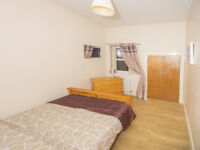 2 Double Rooms Available 5 Minutes from Quuens, All Bills Included!!!