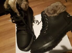Foe fur lined ankle boots Black size 7