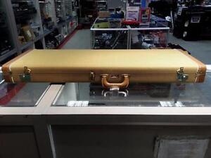 Fender Custom Guitar Case. We sell used instruments. We carry Yamaha, Ibanez, Gibson, Broadway, Alvarez and more(#44318)