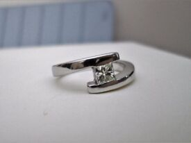 Heavy 18ct White Gold .36ct Princess Cut Diamond Solitaire Engagement Ring L