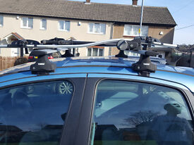 Full Thule roof rack and 2 x Thule cycle carriers
