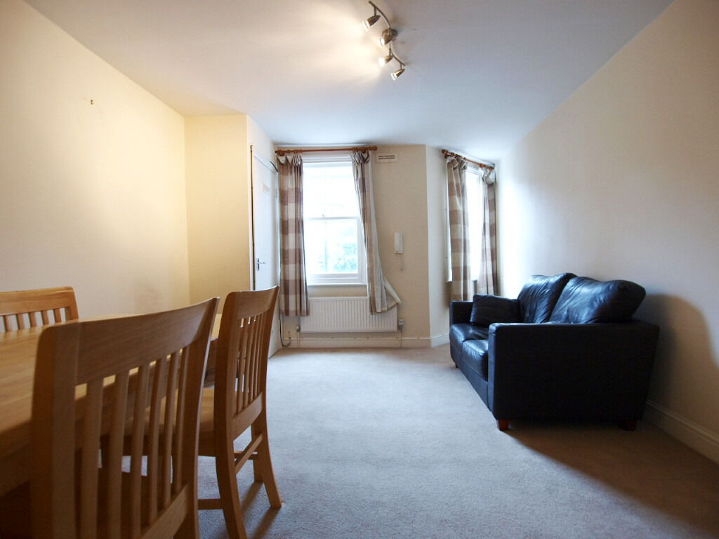 Lovely 2 bed flat short walk from finsbury park tube station and stroud green high street