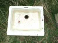 OLD LARGE CERAMIC FARMHOUSE KITCHEN SINK IDEAL AS A PLANTER FOR THE GARDEN 61cms WIDE 30 Kilos