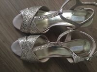 Pretty gold sparkly shoes size 6