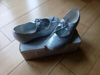 Tap shoes girls size 12 silver